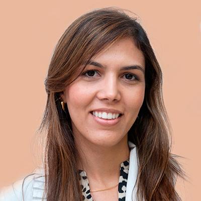 Dra. Caroline França